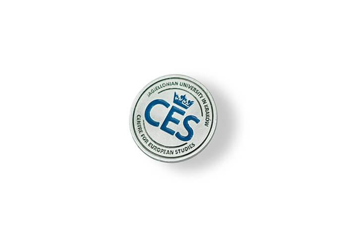 Kovové odznaky s logem CES , výroba a prodej smaltovaných odznaků, pamětní odznaky