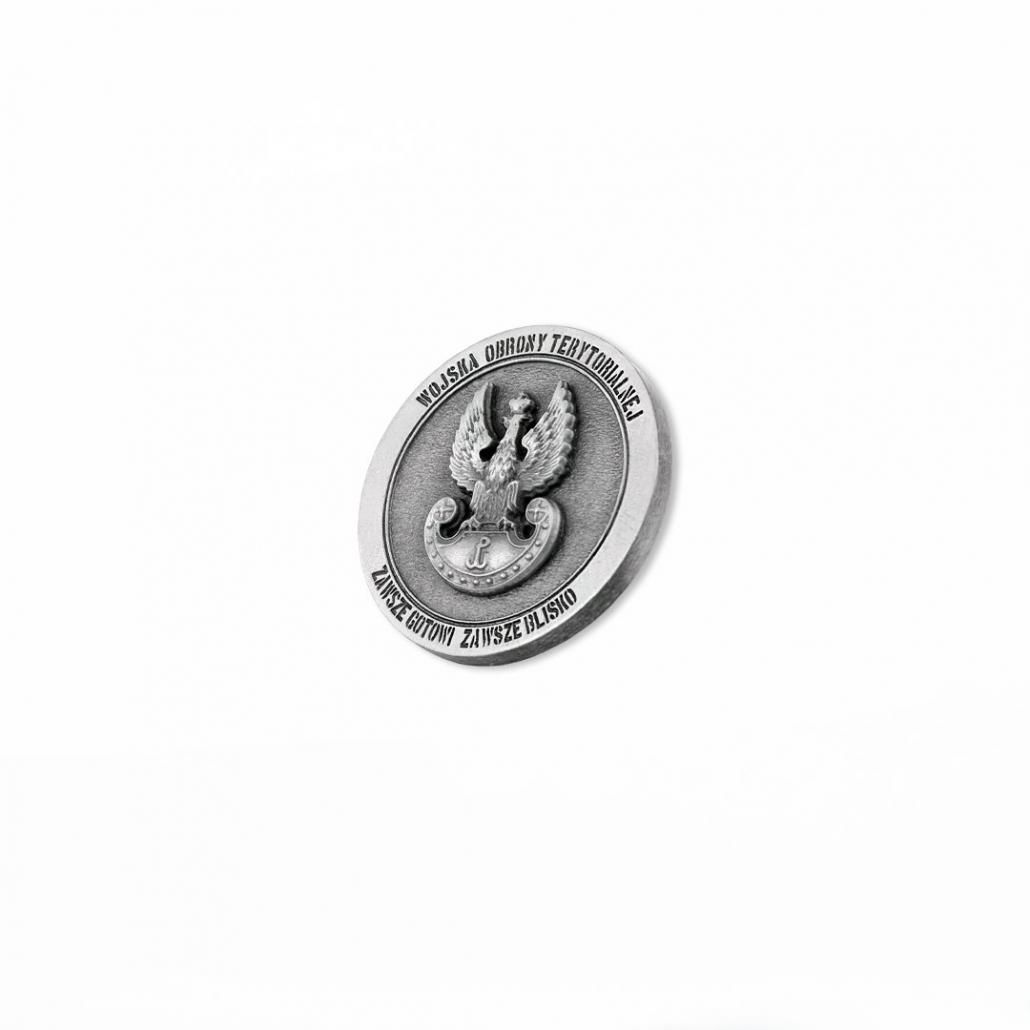 Eine silberfarbene gegossene Münze für das Heer Territorialer Abwehr