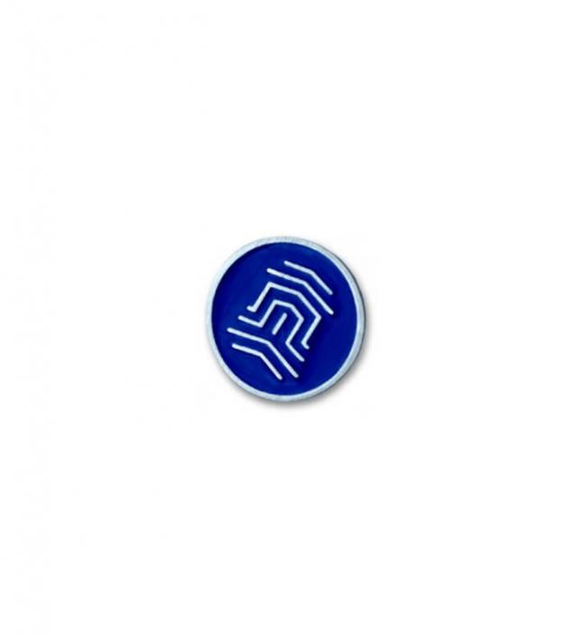 Blauer emaillierter Pin, hergestellt von MCC Metal Casts