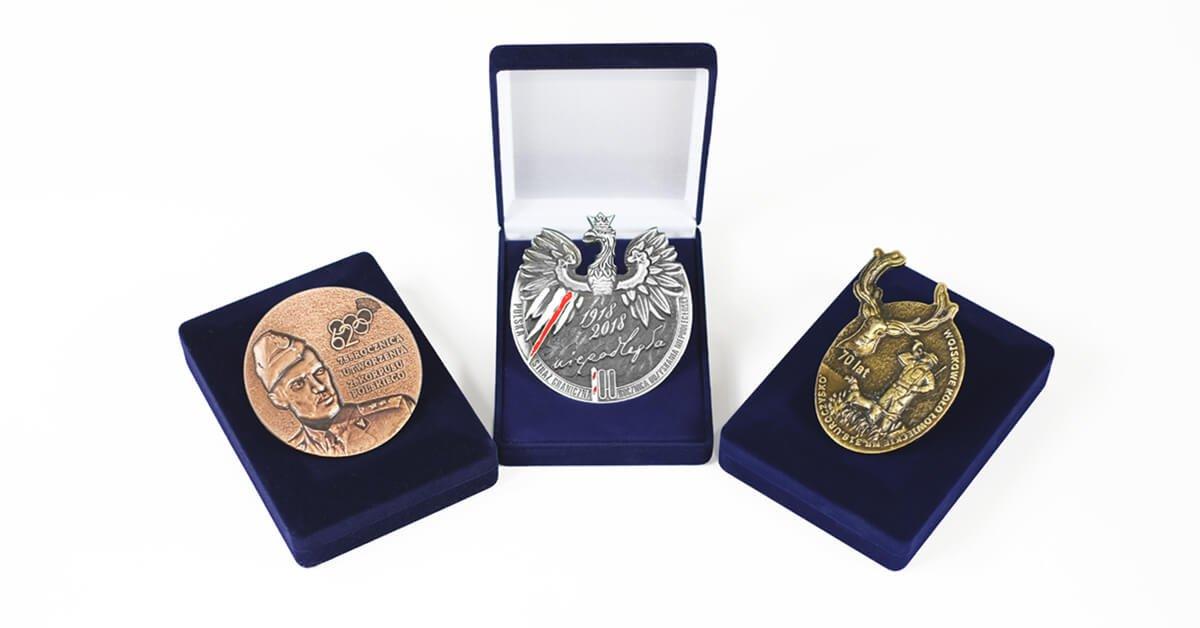 Pamětní medaile v pouzdrech